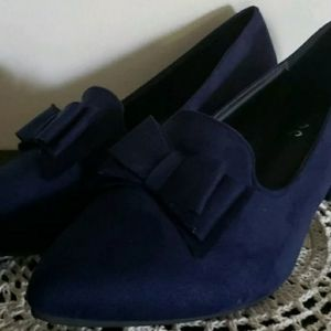 Suters ~ Size 9.5 ~ Blue Suede ~ Block Heel Shoes